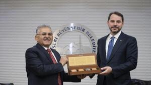 Bakan Albayrak, Büyükşehir Belediyesini ziyaret etti
