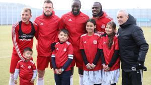 Sivassporun minik hayranı Afgan Muhammed Eyüp, kulübü ziyaret etti