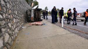 Freni boşalan kamyonet devrildi: 1 ölü, 1 yaralı