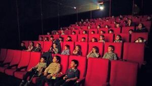 Hayatlarında ilk defa sinemaya gittiler