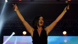 Sevcan Orhan sahnede