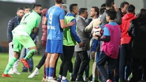 Tuzlaspor - Galatasaray maçında tünel karıştı Arbede, yumruklar...