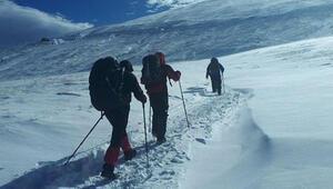 Kayıp dağcıları arama çalışmalarında 17nci güne girildi