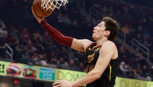 Cavaliers, Cedi Osmanın 18 sayı attığı maçta Hornetsi yendi | NBAde günün sonuçları