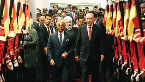 Erdoğan İdlib için uyardı: 50 bin kişi daha geliyor