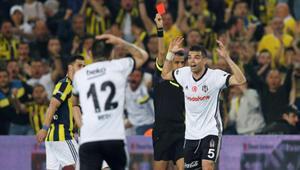 Derbide kartlar havada uçuşuyor Kadıköydeki son 2 maçta 6 kırmızı...