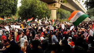 Hindistandaki protestolarda binlerce kişi gözaltına alındı