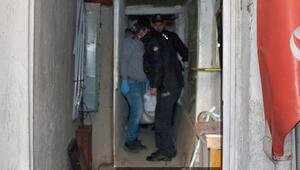 Evde çuvalda çürümüş erkek cesedi bulundu