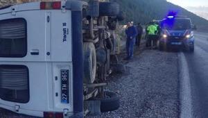 Son dakika haberi: Üniversite personelini taşıyan minibüs devrildi: 6 yaralı