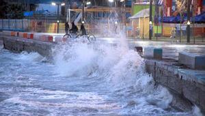 Fırtına Kuzey Ege sahillerinde etkili olmaya başladı