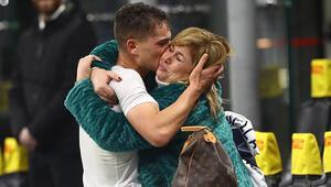 Sebastiano Esposito golünü attı, annesine koştu