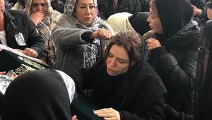 Analar varken çocuklar ölmemeli Ünlü türkücü Ceylan, yeğeni Nazlıcan Arkan'ı son yolculuğuna gözyaşları içinde uğurladı