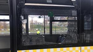 Fenerbahçe derbisi öncesi otobüsün camını kıran Beşiktaş taraftarları gözaltına alındı