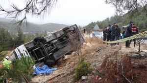 Denizlide yolcu midibüsü devrildi: 1 ölü, 20 yaralı