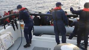 Çanakkalede lastik botta 28i çocuk 50 kaçak göçmen yakalandı