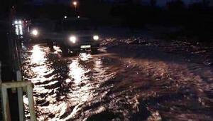 Serikte şiddetli yağış nedeniyle dere taştı, yol kapandı