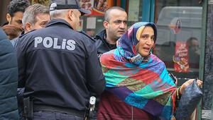 İzmirde kuyumcu soygunu: 2 yaralı