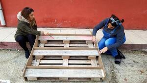 Hatay'da gönüllü gençlerden köy okuluna yardım