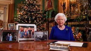 Harry ile Meghanı gözden mi çıkardı Kraliçenin masasındaki ince ayrıntı merak uyandırdı