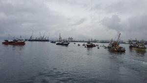 Gemlik Körfezinde balıkçılar deniz deşarjına karşı eylem yaptı