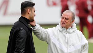 Ozan Kabak devre arasında Galatasaraya koştu
