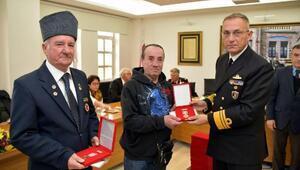 Foçadaki Kıbrıs gazilerine madalya ve beratları törenle dağıtıldı