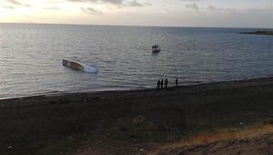 Van Gölünde tekne battı