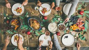 Diyetisyenden Uyarı: Yılbaşı Sofrasına Aç Oturmayın