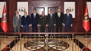 Fenerbahçe Kulübü Başkanı Ali Koç, Ankarada temaslarda bulundu