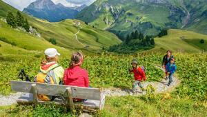 Seyahat ederken dünyayı koruyun, çocuğunuza örnek olun