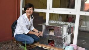 Sokak kedileri için atıklardan ev yaptılar