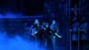 MDOB Hamlet balesini sahneledi
