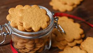 Şekersiz, tarçınlı ve zencefilli yılbaşı kurabiyesi nasıl yapılır