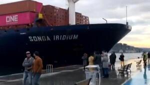 İstanbul Boğazında bir gemi kıyıya çarptı