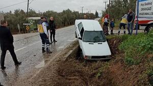 Otomobil, 1 metrelik çukura düştü
