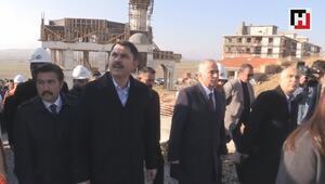Çevre ve Şehircilik Bakanı Kurum, Denizlide depremzedeler için yapılan konutları inceledi