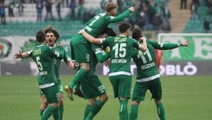 Bursasporun yüzünü son dakika golleri güldürdü