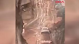 Sarıyerde istinat duvarının yola çökme anı kamerada