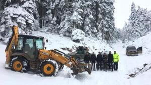 Karda mahsur kalan 5 genci ekipler kurtardı