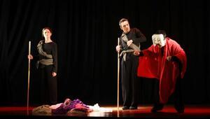 Kafkas Tebeşir Dairesi oyunu Mudanyada sahnelendi