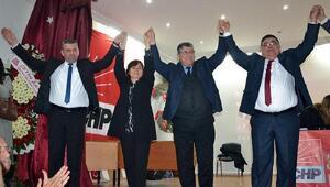 CHP Turgutluda yeni başkan Hüseyin Oğuz oldu