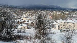 Antalyanın yüksek ilçelerinde kar yağışı etkili oldu