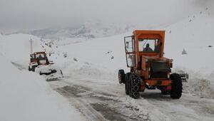 Tuncelide 70 köy yolu kardan kapalı