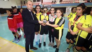 Okullar arası Genç Kızlar Hentbol İl Birinciliği Müsabakaları sona erdi