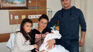 Turgutluda yeni yılın ilk bebeği Hatice Sena
