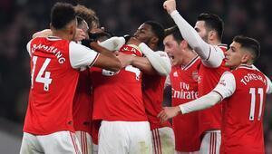 Arsenal, Manchester Unitedı ilk yarıda devirdi