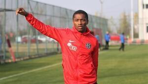 Transferin gözdesi Sekidika, Eskişehirsporun Antalya kamp kadrosunda