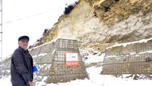 Kaya düşme riskiyle yaşıyor