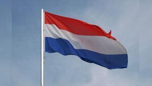 Hollanda'da zarftan mektup değil bomba çıktı