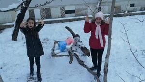 Vanlı kuzenler, Aylan bebeğin kardan heykelini yaptı